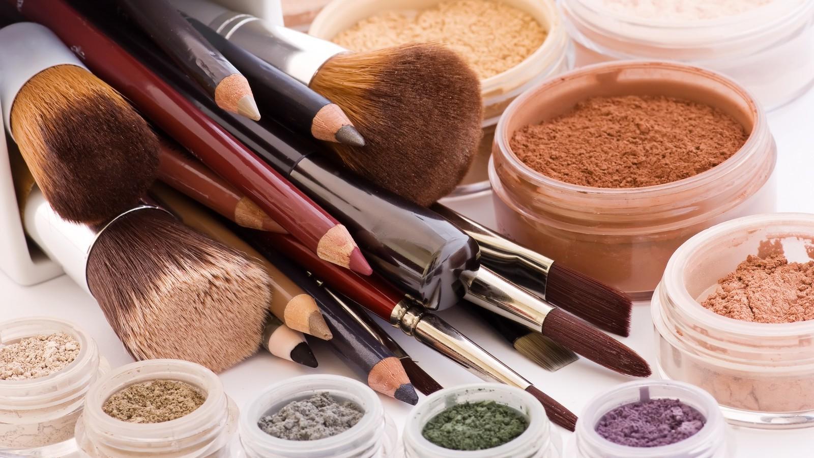 Легкий макияж для карих глаз: пошагово